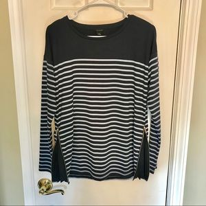 🦋ANNTAYLOR striped top with side zip detail *S*